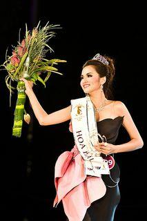 CODE 101238- HHTGNV 2010- MISS VIETNAM WORLD 2010- MISS LUU THI DIEM HUONG- HCM